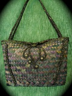 Official site for Vine Leaf by Jasmin van Lith Handmade in Aotearoa, contemporary weaving and handcrafted jewellery Flax Weaving, Basket Weaving, Maori Designs, Vine Leaves, Woven Baskets, Maori Art, Handcrafted Jewelry, Handmade, Cloaks