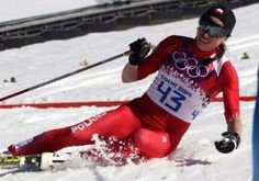 Justyna Kowalczyk ignored the pain in in her injured foot and the warm weather beating down on the women's cross-country skiers Thursday to win Olympic gold in the 10-kilometer classical-style race.