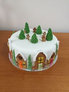 Christmas is an annual festival、important day, cakes and desserts are an important part of the good times in the festival. These simple Christmas cake ideas maybe can bring you an unforgettable holiday experience. Christmas Themed Cake, Christmas Cake Designs, Christmas Cake Decorations, Christmas Cupcakes, Christmas Sweets, Holiday Cakes, Christmas Cooking, Simple Christmas, Xmas Cakes