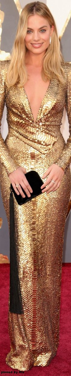Margo Robbie l The 2016 Oscars l Ria  That clutch is everything.