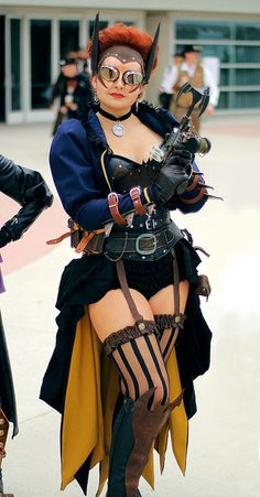 The bustle skirt was my favorite part of my Steampunk Batgirl costume. I wanted to create an item that was a steampunk staple, but still hint at the traditional cape that Batgirl is famous for wear… Chat Steampunk, Steampunk Weapons, Mode Steampunk, Style Steampunk, Steampunk Cosplay, Gothic Steampunk, Steampunk Clothing, Steampunk Fashion, Gothic Fashion