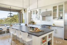 White Mountain Kitchen and Breakfast Nook