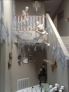 haunt hous, haunted houses, hous hallway, skeleton haunt, halloween skeleton