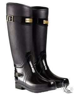 Hunter Ladies' Regent Clarence Wellington Boots have a beautiful contrast of textured finishes with elegant contoured lines. The Clarence demonstrates Hunters true craftmanship. A very elegant but very practical pair of wellington boots full of character Wellies Rain Boots, Hunter Rain Boots, Country Attire, Fab Shoes, Wellington Boot, Everyday Fashion, Black Boots, Autumn Winter Fashion, Fashion Shoes