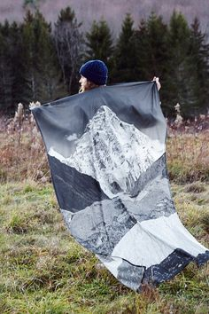 4040 Locust Layered Mountain Tapestry