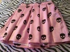 Falda de calaveritas.