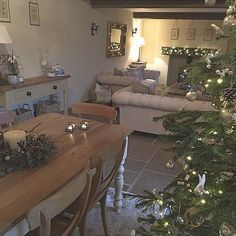 Cottage Living Rooms, Cottage Interiors, New Living Room, Cottage Kitchens, Christmas Interiors, Christmas Home, Christmas Lounge, House Chores, Open Plan Living