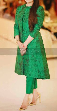 Simple n decent Stylish Dresses, Simple Dresses, Fashion Dresses, Kurta Designs Women, Blouse Designs, Dress Designs, Pakistani Outfits, Indian Outfits, Indian Designer Outfits