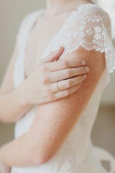 Freckles Lace via Plum Pretty Sugar [photographer unknown] Dream Wedding, Wedding Day, Wedding Shit, Wedding Pics, Rustic Wedding, Wedding Ceremony, Plum Pretty Sugar, Once Wed, Lace Sleeves