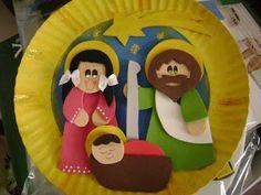 Guirlanda de prato de papel com figuras em EVA. Tem o molde no site