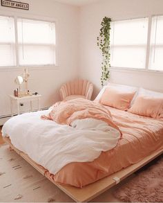Bohemian Style Ideas For Bedroom Decor - Bohemian Home Bedroom Pink Bedroom Design, Room Interior Design, Coral Bedroom Decor, Simple Bedroom Decor, Interior Designing, Bedroom Designs, Furniture Design, Peach Bedroom, Peach Bedding
