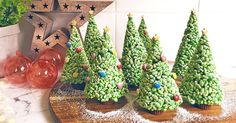 Turn a box of your favourite breakfast cereal into a forest of Christmas trees in no time! Bubble Christmas, Christmas Tree Food, Christmas Cooking, Christmas 2017, Xmas Tree, Kids Christmas, Christmas Stuff, Merry Christmas, Holiday Treats