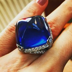 I could go swimming in this 40-carat perfect Burmese sapphire @baycojewels @robbreport #sapphire @bergdorfs #robbreport #baycojewels