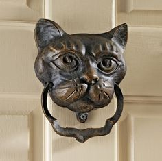 Design Toscano Black Cat Iron Door Knocker - Ideal for the Halloween season or year-round for those who really wish to sport their feline pride, this Design Toscano Black Cat Iron Door Knocke. Door Knobs And Knockers, Door Accessories, Unique Doors, Door Furniture, Iron Doors, Entry Doors, Entrance, Pomellato, Door Handles