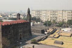 Iglesia, edificos y ruinas de Tlatelolco.