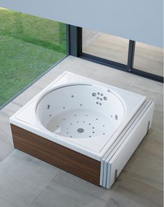 Whether in the bathroom, in the conservatory or on the terrace: The Blue Moon Pool is everywhere at home.