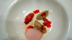 Una presentación gastronómica del tomate. Cocina molecular