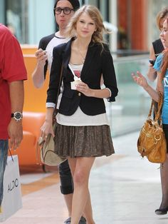 BLOG.ASHARDRICHLEY.COM: Celebrity Style for Less!