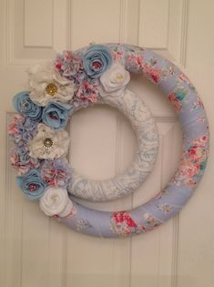 This handmade double wreath is wrapped on the outer ring with cotton Spring Blue, Red and White Roses and on the inner ring with white lace. The finished size is about It was decorated with. Felt Wreath, Fabric Wreath, Diy Wreath, Crochet Wreath, White Wreath, Wreath Making, Felt Roses, Felt Flowers, Fabric Flowers