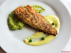 Macrou cu piure de mazare si sos de lamaie | Foodieopedia Deserts, Meals, Chicken, Ethnic Recipes, Pork, Desserts, Meal, Food, Postres