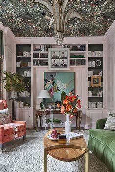Kitchen Wallpaper, Kitchen Rug, Kitchen Walls, Pattern Mixing, Elle Decor, Paint Colors, Family Room, Design Inspiration, Interior Inspiration