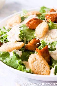 Salada Caesar é uma salada tão fácil e rápida de fazer, que você ira se surpreender com ao preparar essa receita em casa. E com a vantagem de poder deixá-la do jeitinho que você quiser. Super saudável, ela é um excelente acompanhamento para o seu almoço.