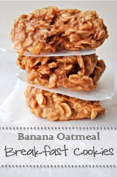 Banana Oatmeal Breakfast Cookies! Only bananas, oats, and peanut butter. Super easy!