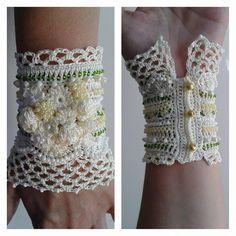 Fingerless Gloves Knitted, Crochet Gloves, Textile Jewelry, Fabric Jewelry, Crochet Flower Patterns, Knitting Patterns, Vintage Crochet, Crochet Lace, Crochet Wrist Warmers