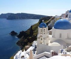 Do you want to know the entry ticket price for Oia Village? Opening & closing timings, parking options, restaurants nearby or what to see on your visit to Oia Village? Sunnies Cafe, Sunken City, Picture Postcards, Turquoise Water, Santorini Greece, Trends, Sandy Beaches, Greek Islands, Beach Club