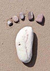 Kids - make pebble 'footprints'