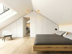 Bedroom Slope – 33 ideas for the sleeping area on the roof schlafzimmer dachschräge weiße wandfarbe und holzboden - Add Modern To Your Life Loft Conversion Bedroom, Attic Conversion, Loft Conversions, Farmhouse Master Bedroom, Master Bedroom Makeover, White Wall Paint, White Walls, Attic Bedrooms, Loft Room