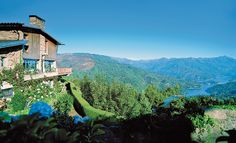 La vista di quest'albergo in Portogallo è un vero dipinto. #Portugal #Portogallo #bellezza #style #luxuryhome #dreamhome #inspiration #lusso #art #unique #view #amazingview #vista #realestate