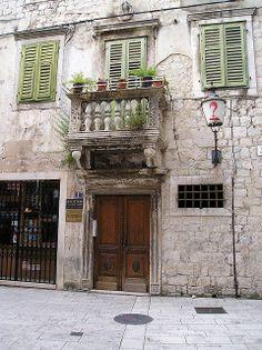 Mediterranean Home Entry, Split, Croatia http://www.casademar.com