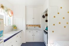 No-Paint Temporary Transformations of Real Rental Kitchens http://www.apartmenttherapy.com/no-paint-required-temporary-patterns-transform-rental-kitchens-245302?utm_campaign=crowdfire&utm_content=crowdfire&utm_medium=social&utm_source=pinterest