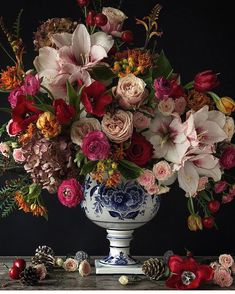 Happy sunday and Merry Christmas from my home to yours. Christmas eve on a sunday. What could be more beautiful. No Christmas complete… Ikebana, Amazing Flowers, Beautiful Flowers, Happy Flowers, Exotic Flowers, Beautiful Life, Fresh Flowers, Purple Flowers, Dried Flowers