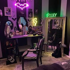 Emo Bedroom, Grunge Bedroom, Room Ideas Bedroom, Bedrooms, Dark Home Decor, Goth Home Decor, Horror Room, Horror House, Halloween Room Decor