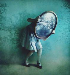 http://obviousmag.org/introspeccao_exposta/2015/04/11/alices-mirror-.jpg