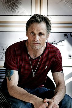 The Viggo Mortensen Long Comb Over mens fashion style men menswear daily over 50 Dress Well hair Viggo Mortensen, Sean Connery, Fashion For Men Over 50, Bald Men, Popular Hairstyles, 60s Hairstyles, American Actors, Gorgeous Men, Portraits