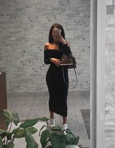 Street-style outfit ideas for dressing sneakers with the use of spring and summer long dresses. Sneakers Fashion Outfits, Mode Outfits, Chic Outfits, Fashion Killa, Look Fashion, Fashion Beauty, Womens Fashion, Vetement Fashion, Look Girl