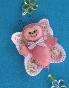 *FELT ART ~ ornament craft: felt toy and gift Cute Crafts, Crafts To Make, Arts And Crafts, Kitty Tattoos, Fabric Crafts, Sewing Crafts, Sewing Projects, Felt Projects, Ornament Crafts