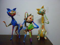 Los gatos en familia   Cartapesta y acrílicos x 3   Analia Pesl   Flickr