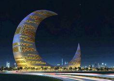 """La """"Crescent Moon Tower"""", grattacielo dalla forma straordinaria che sarà realizzato a Dubai entro il 2015."""