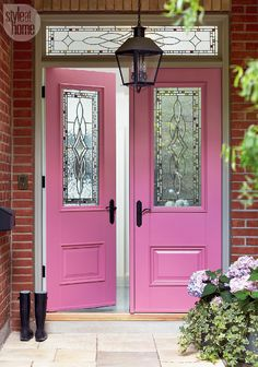 Pretty in pink - One determined designer makes a Victorian home beautiful inside and out