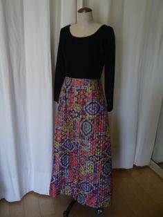 You can see this dress at our Etsy store: https://www.etsy.com/ca/listing/185559333/1970s-quilted-skirt-hostess-gown?ref=shop_home_active_4