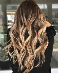 Caramel Bronde Balayage For Dark Hair hair trends 20 On-Trend Brown to Blonde Balayage Looks That Will Make You Jealous Cabelo Rose Gold, Cabelo Ombre Hair, Boliage Hair, Bronde Balayage, Balayage Brunette To Blonde, Blonde Highlights On Dark Hair Brunettes, Dark Brown To Blonde Balayage, Baylage Blonde, Chunky Highlights