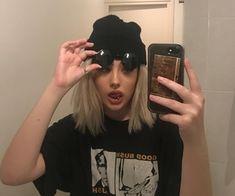 Imagen de girl, grunge, and aesthetic girl icon Velvet.alien on IG shared by lil mama on We Heart It Mode Grunge, Grunge Girl, Grunge Style, Edgy Style, Aesthetic Grunge, Aesthetic Girl, Aesthetic Clothes, Edgy Girls, Cute Girls