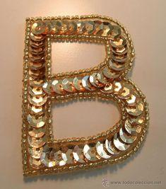 Parche - Aplique para coser. Forma letra *B*. Lentejuelas y cuentas doradas -- 6cm x 4,5cm 21st, Embroidery, Detail, Frame, Makeup, Instagram, Gold, Handmade, Diy