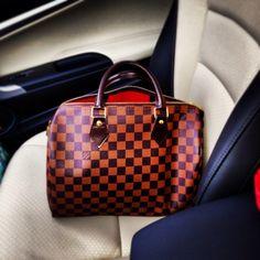 Everyone needs a trusty Louis. Louis Vuitton Speedy Bag, Louis Vuitton Damier, Louis Vuitton Collection, Handbag Accessories, Everyday Fashion, Designer Handbags, Style Ideas, Fashion Forward, Winter Outfits