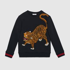 Gucci children's navy tiger sweatshirt with blue/red/blue knitted web details. Band Outfits, Cool Outfits, Winter Outfits, Gucci Fashion, Luxury Fashion, Fendi, Gucci Kids, Fashion Week 2016, Kids Fashion Boy