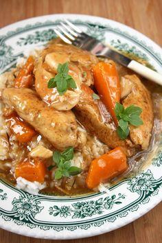 Soczyste mięso w pysznym, pachnącym sosie - idealne z ryżem. Lekki i bardzo smaczny obiad, który polecam Wam z całego serca. Polish Recipes, Food Design, Poultry, Thai Red Curry, Grilling, Food And Drink, Turkey, Dinner, Cooking